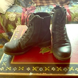 Ecco Black leather Combat Style Boots (39)